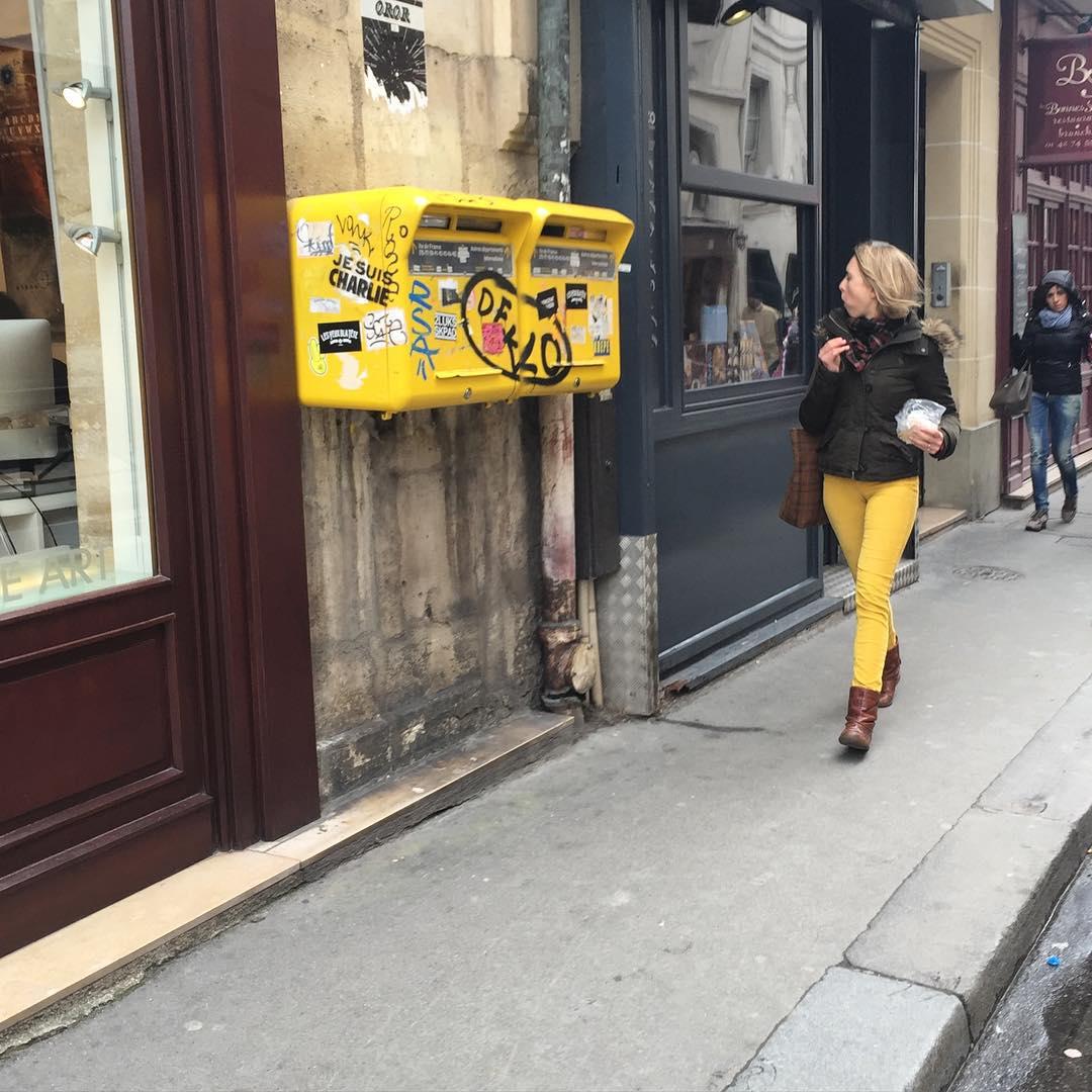 yellow pants paris