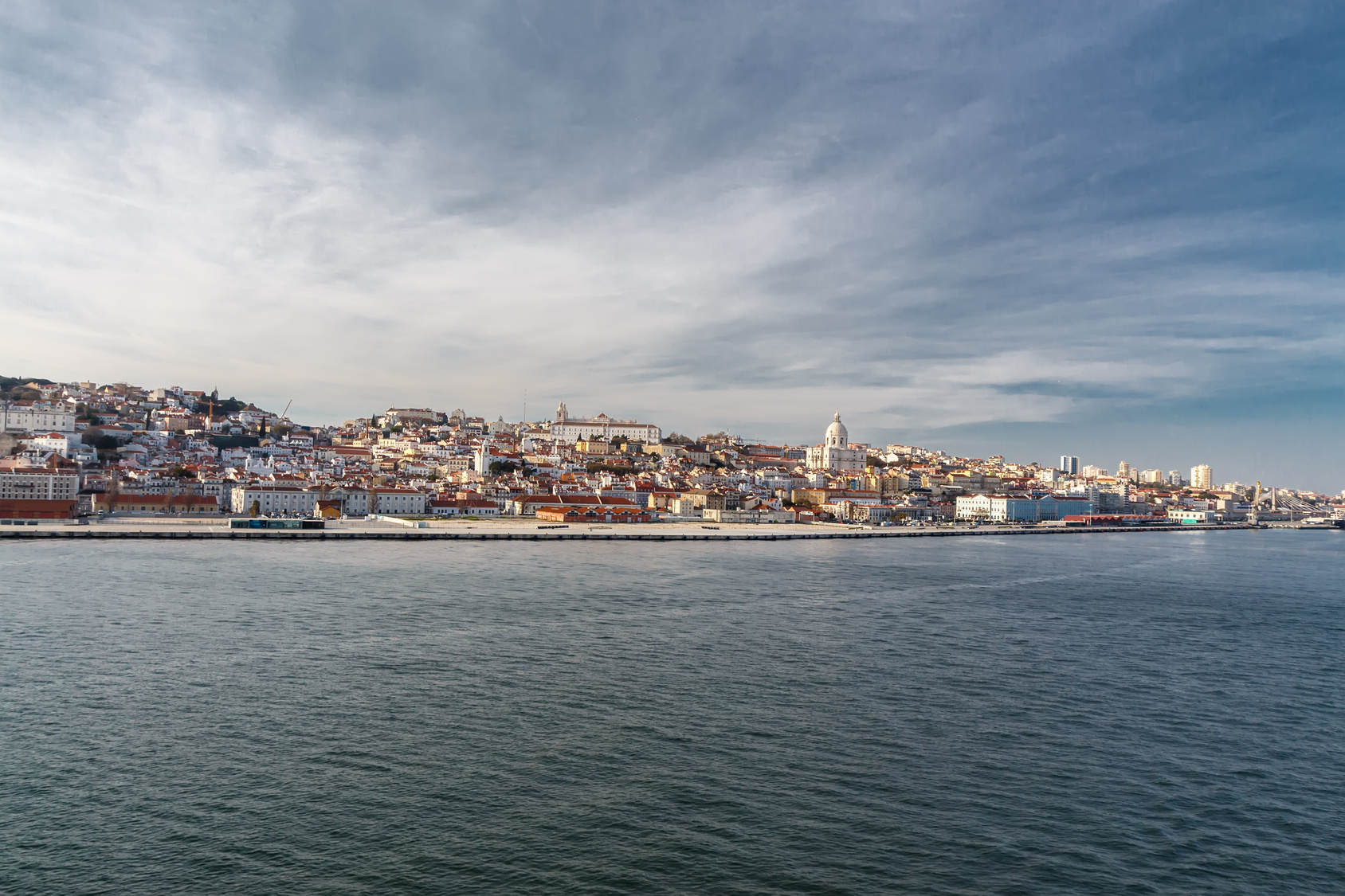 Portugal_Lisbon_travel_holidays_vacations_Lisboa_boat_river_view_Baixa_Alfama.jp
