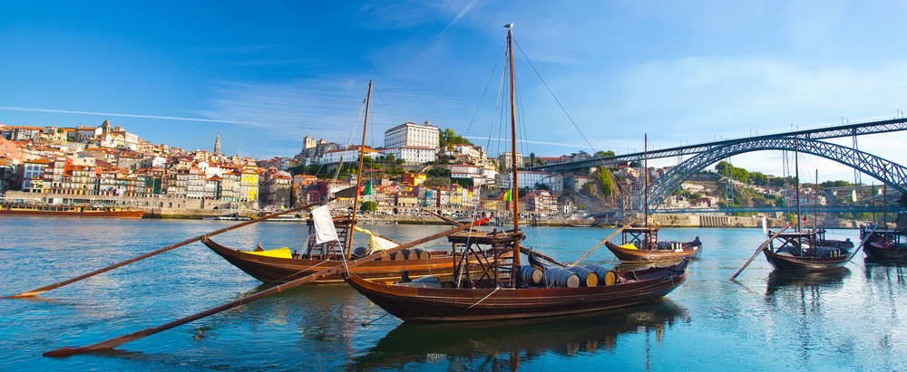 Porto_traveling_holidays_property_Portugal_realestate_invest_project
