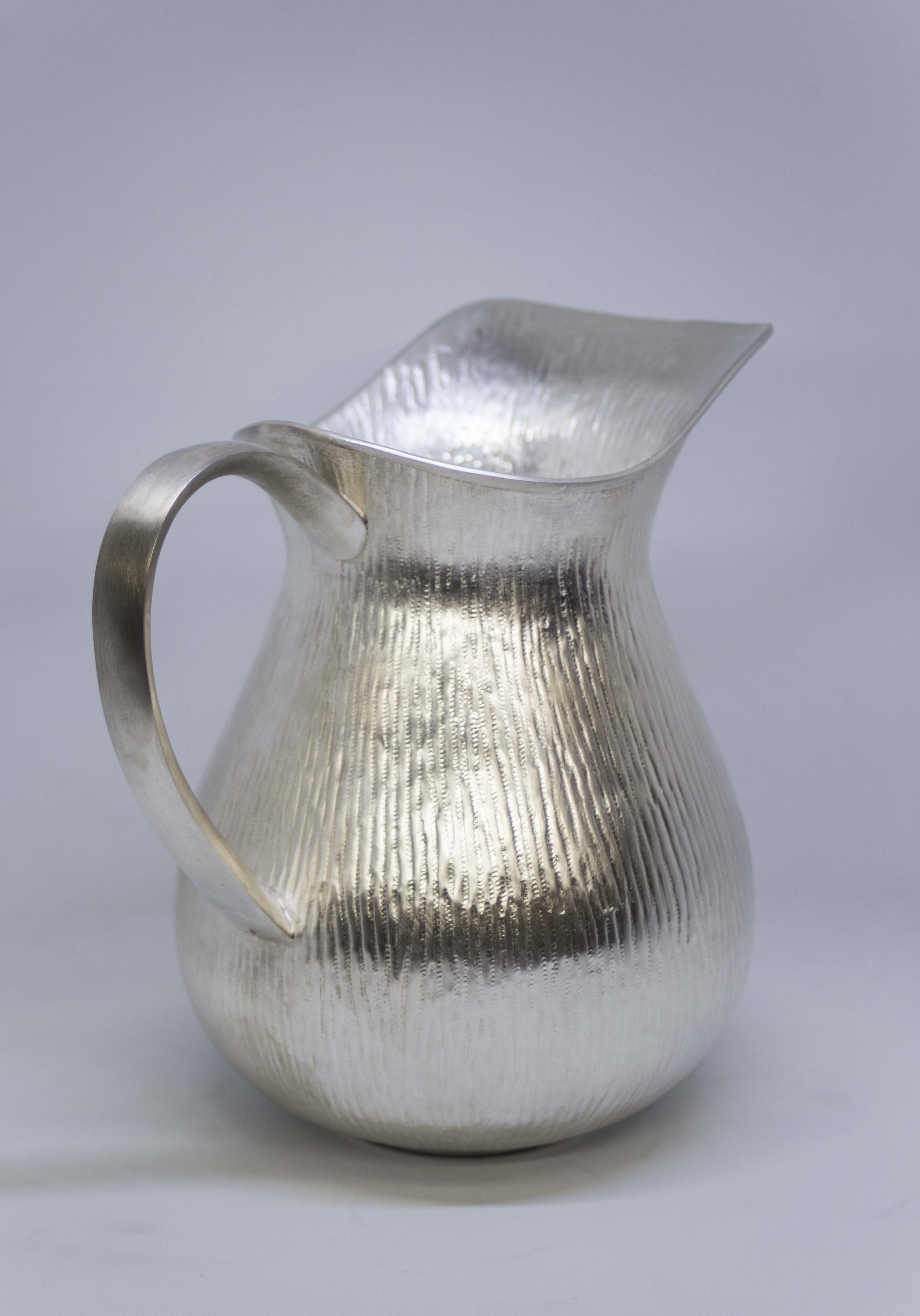 jarra de agua martillada60