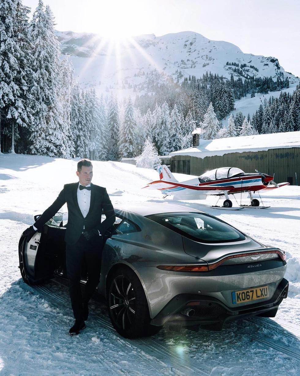 tom claeren aston martin snow.jpg
