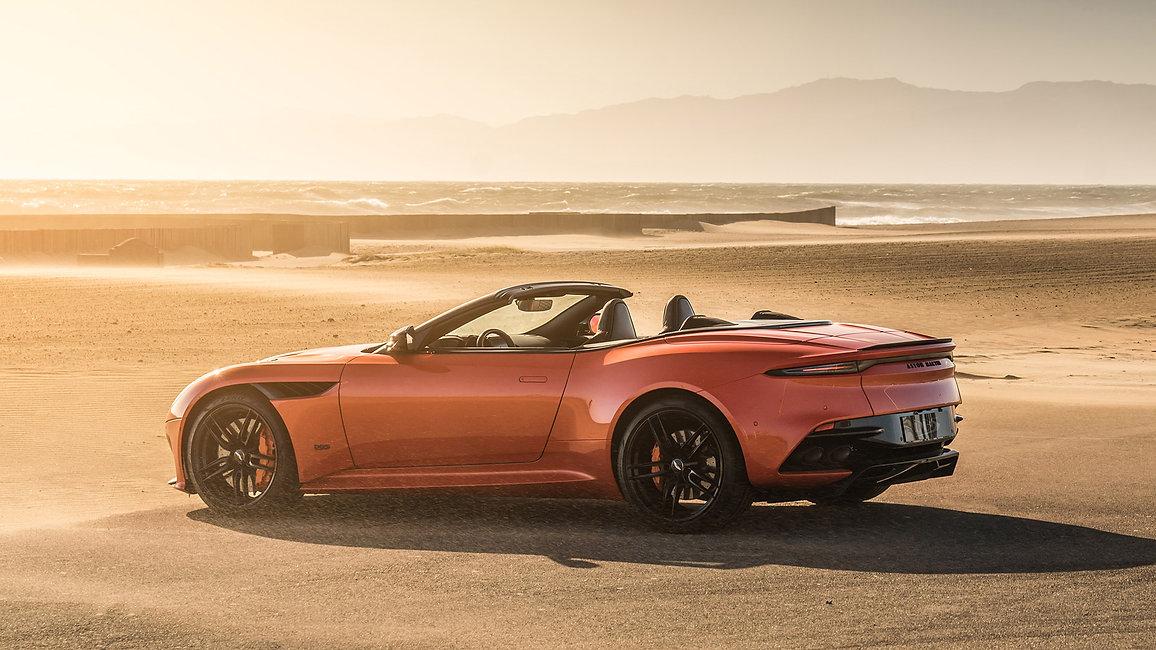 2020-Aston-Martin-DBS-Superleggera-Volan