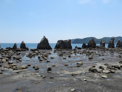 'Hashigui-Iwa' in Kushimoto Town, Wakayama Prefecture, is a group of strange rocks standing in line.