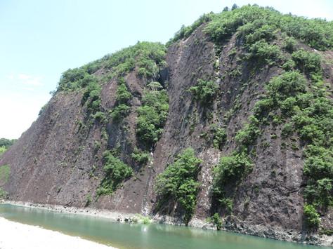 'Kozagawa-no-Ichimaiiwa' monolith in Wakayama Prefecture.