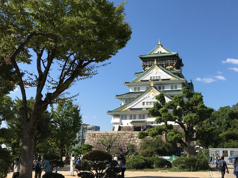 The donjon of Osaka Castle forms the third generation.