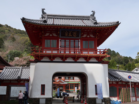 The gate and old  public bath of Takeo Onsen are designated as important cultural assets.