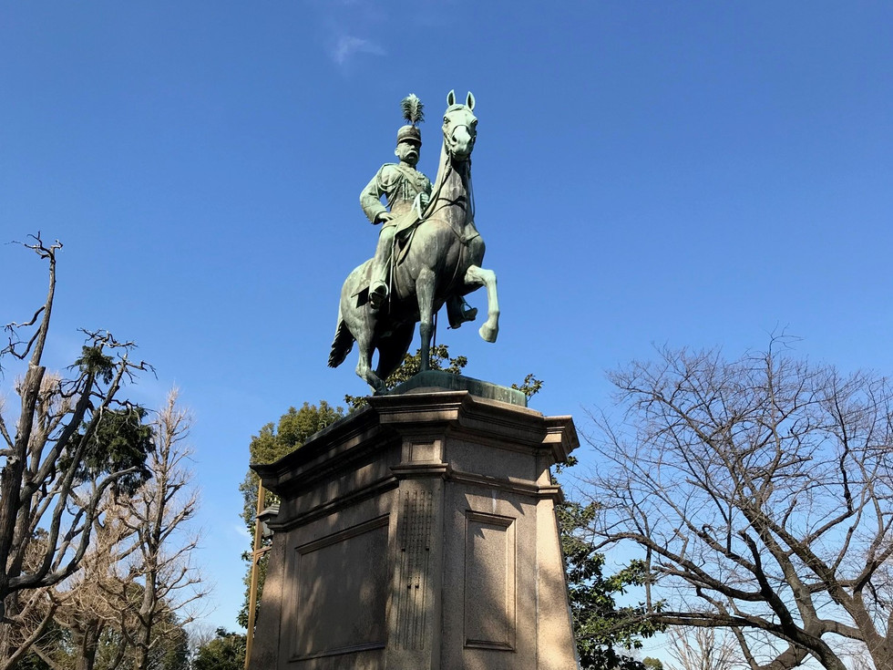 An equestrian statue of Prince Komatsunomiya Akihito, in Ueno Park, was built in 1912.