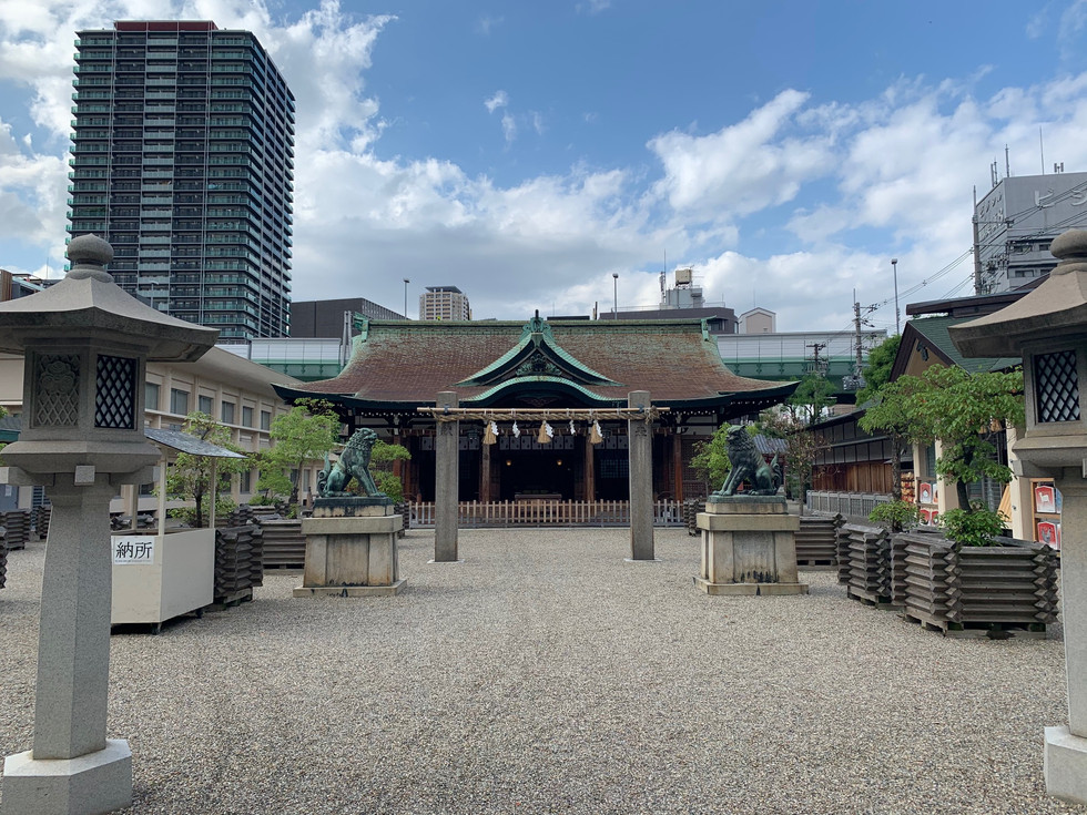 Imamiya Ebisu Shinto Shrine in Naniwa-ku, Osaka, is widely known as a god of thriving business.