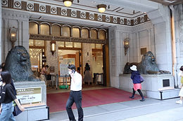 A pair of lion statues is sitting at the front entrance of Mitsukoshi main store.