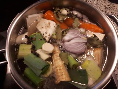 Die Chi-fördernde,wärmende Hühner- bzw. Rindssuppe