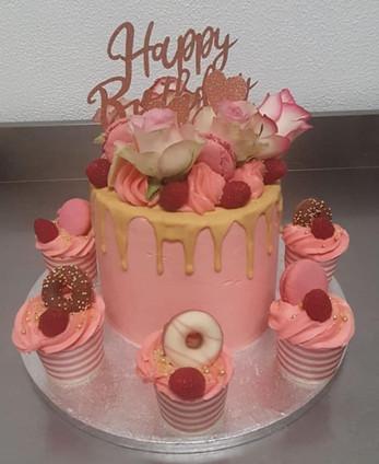 American cake di compleanno con Cupcake