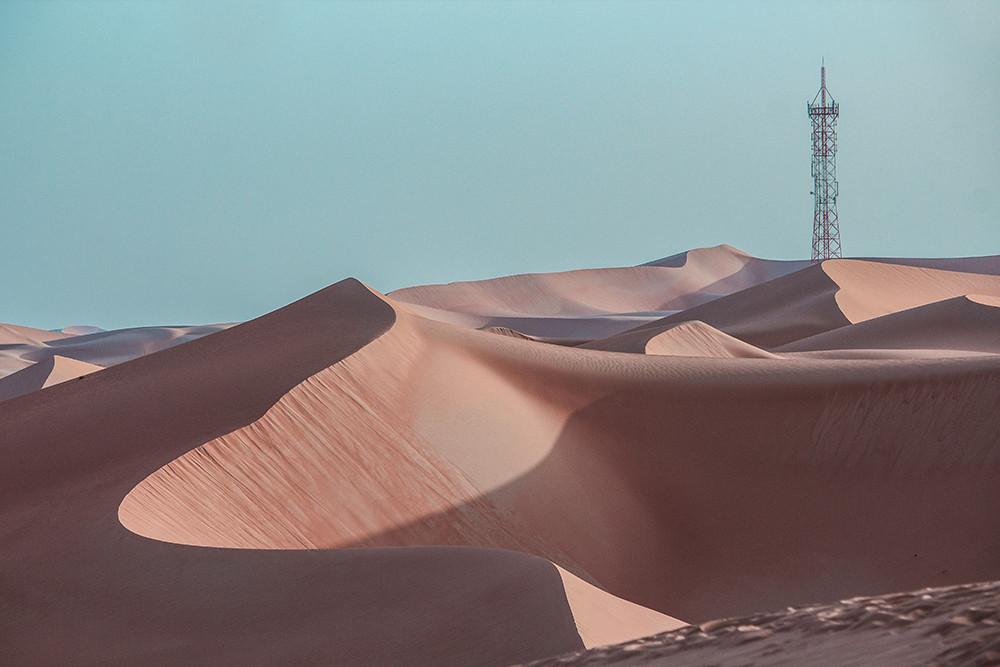 Curve • Desert • Minimal
