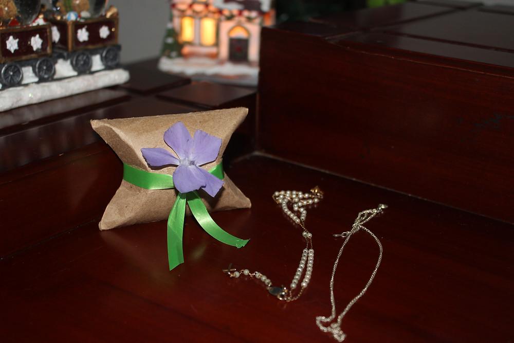 Envolver regalos de manera ecológica