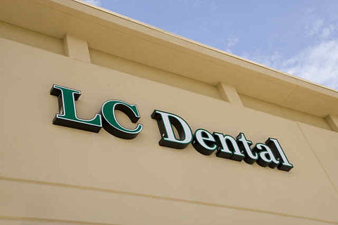 LC Dental sign