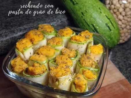 ENROLADINHO DE ABOBRINHA recheado com pasta de grão de bico
