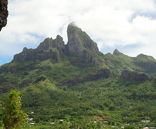 Bora_Bora_Mountain.jpg