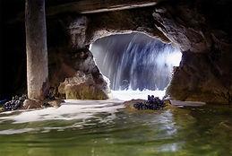 Таинственная пещера в Океанариуме недалеко от отеля Андреевский