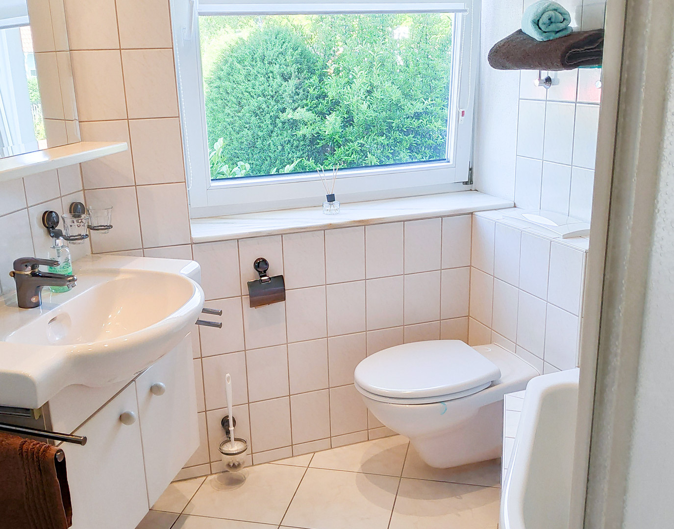 Ihr Bad - inkl. Dusche und Wanne