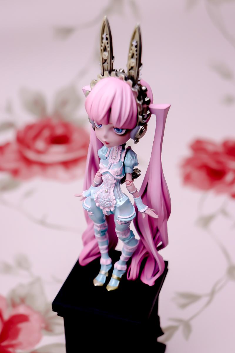 Alice in Luxury / Alice