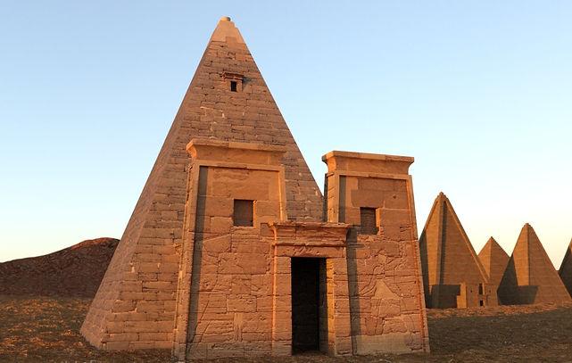 ancient-nubian-pyramid-01.jpg