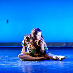 ....to eat bugs, or not to eat bugs - Sarah as a Dragonfly-Choreo.: Robertta Otten, Photo: Kevin Fowler