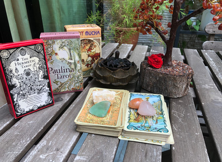 Why you should incorporate Crystals with Tarot Card Reading?