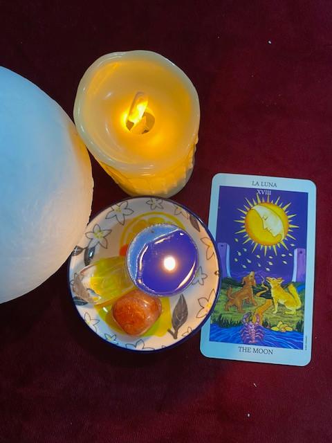 Taot-card-reading-the moon-fortune-teller-near-me