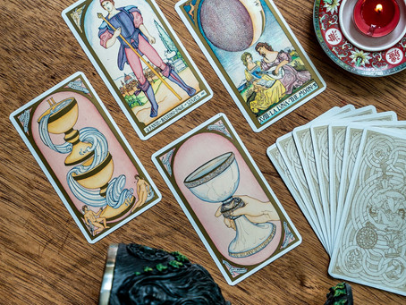 Tarot cards and the Moon: How are they connected?