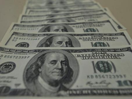 Dólar fecha perto da estabilidade, mas cai 4,54% na semana