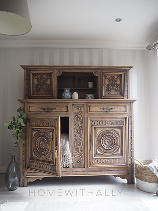 Large French antique dresser cabinet in raw wood limed oak heavily carved