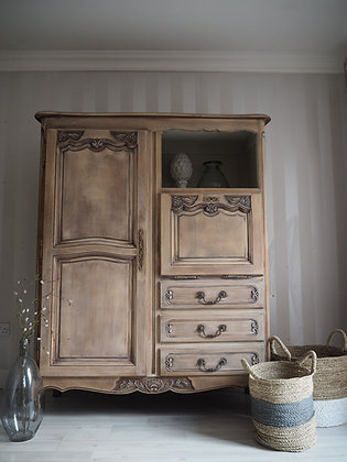 Large solid oak French Louis wardrobe / cabinet / cupboard / armoire