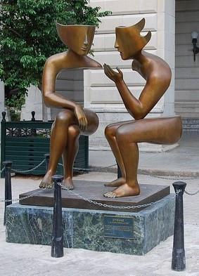 conversation statue Cuba