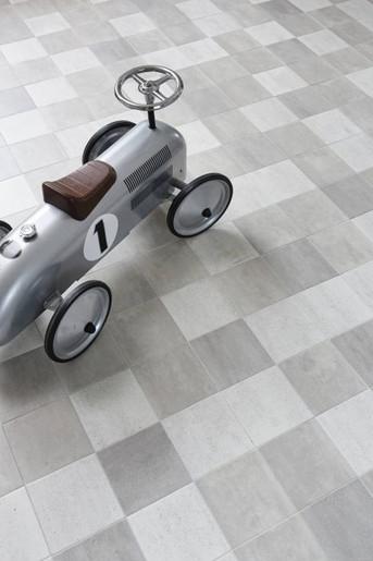 Scenes grey-white, ceramic floor