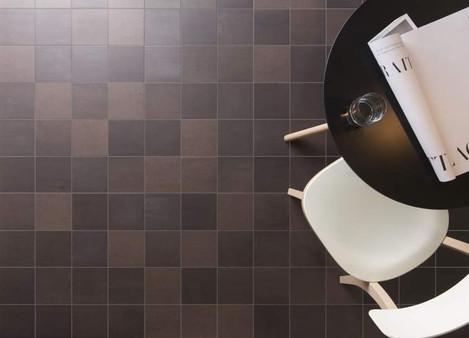 Scenes dark brown, ceramic