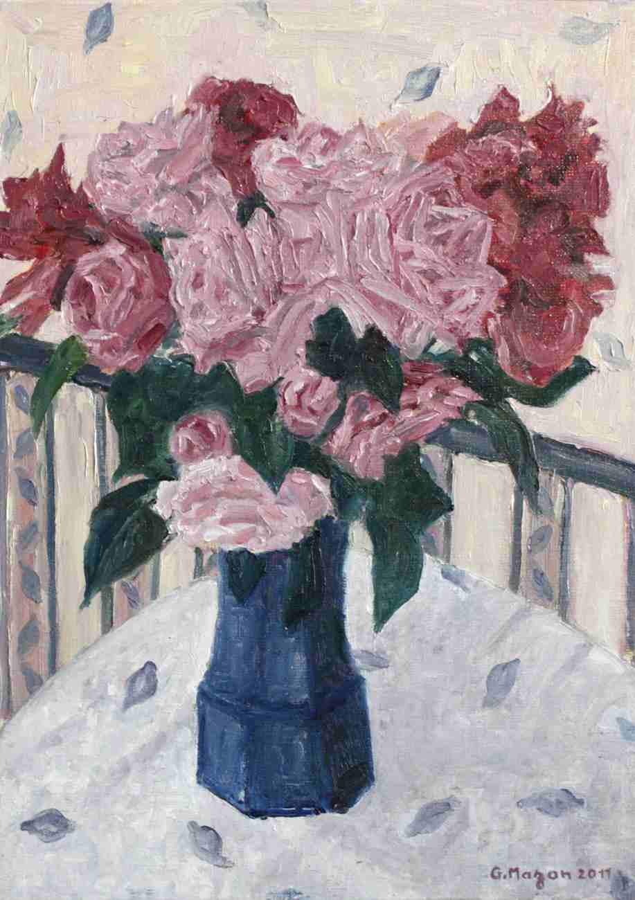 Bouquet de fleurs dans un vase bleu