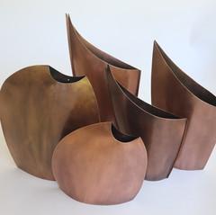vaso bromelias e pietras cobre 1.jpg