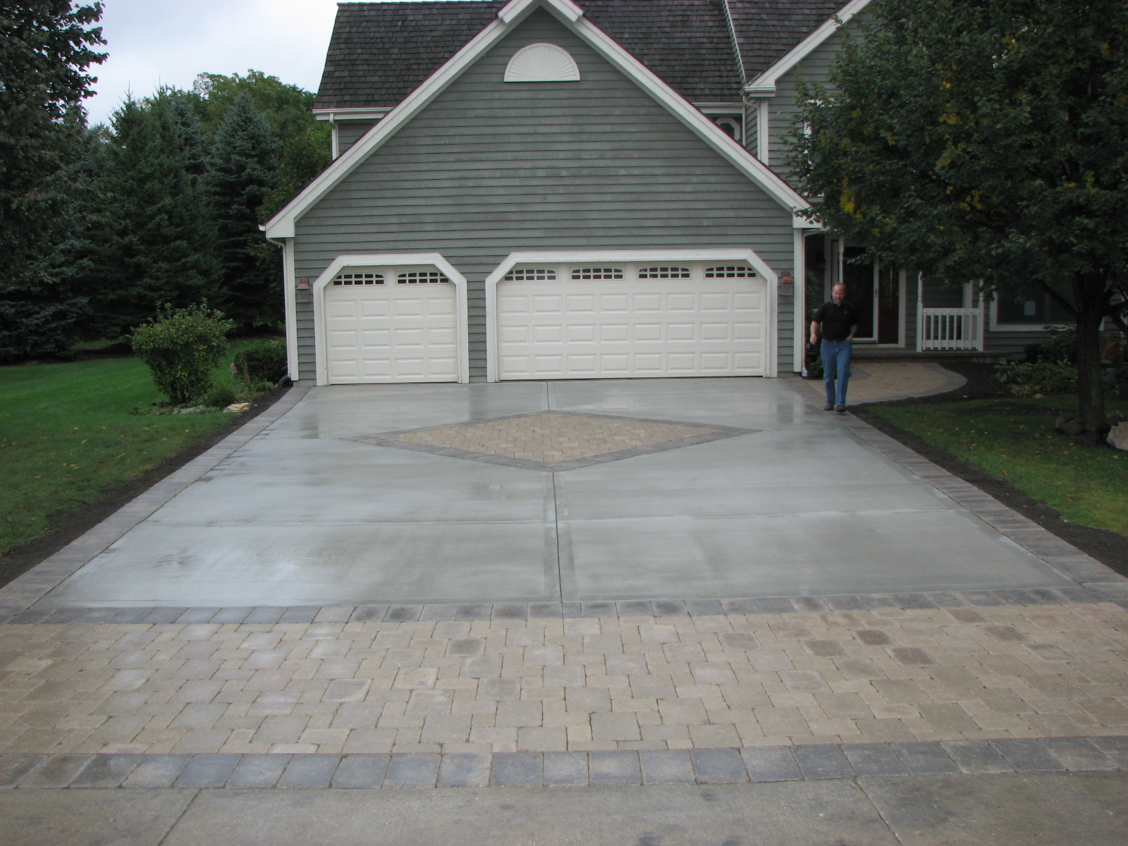 Driveway by StoneWall Landscapes