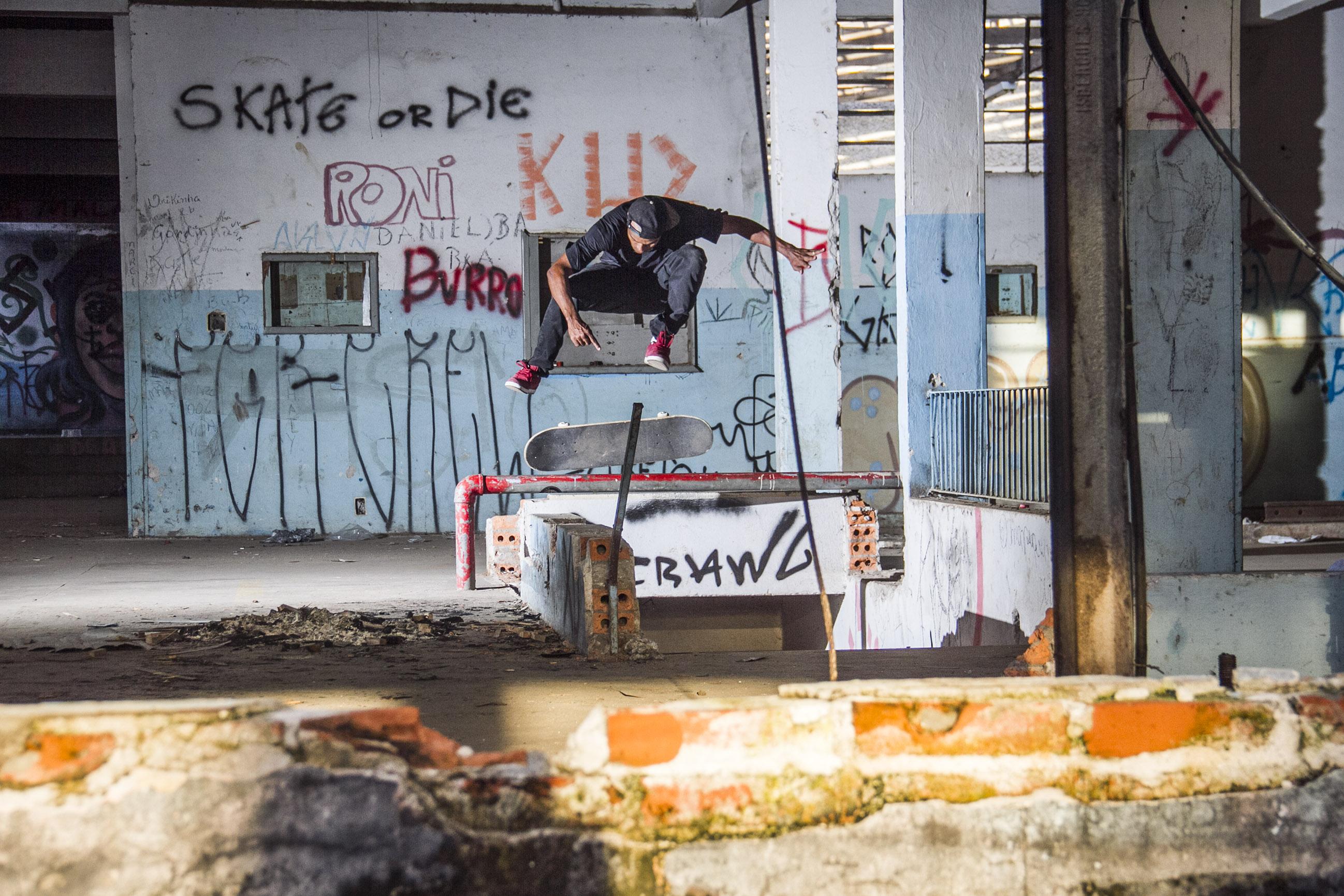 Alex Carolino SS Kickflip