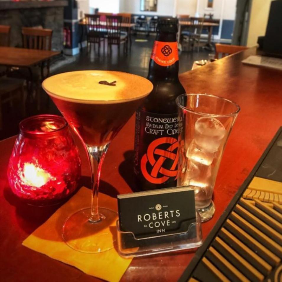 Roberts-Cove-Inn-Cocktails.jpg