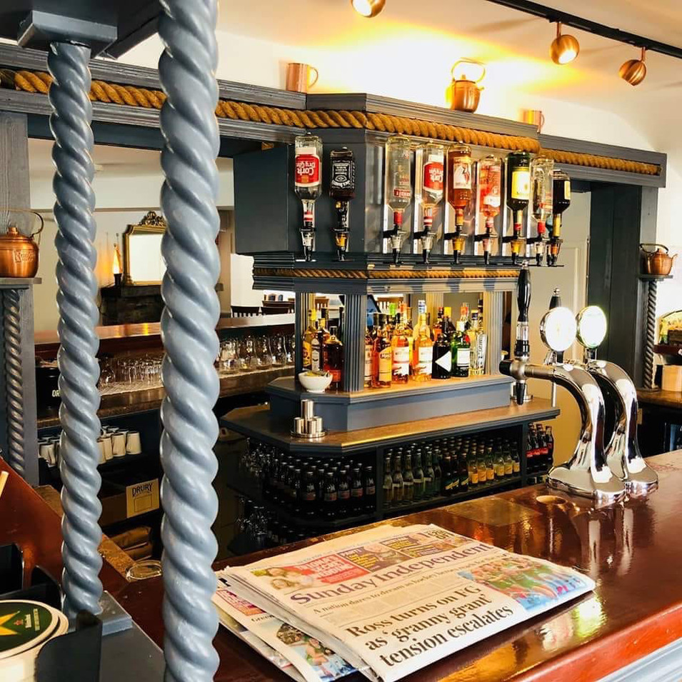 Roberts-Cove-Inn-Bar.jpg