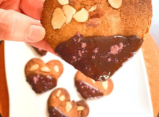 Cookie Sem Glúten com Chocolate Amargo e Pétalas de Rosas