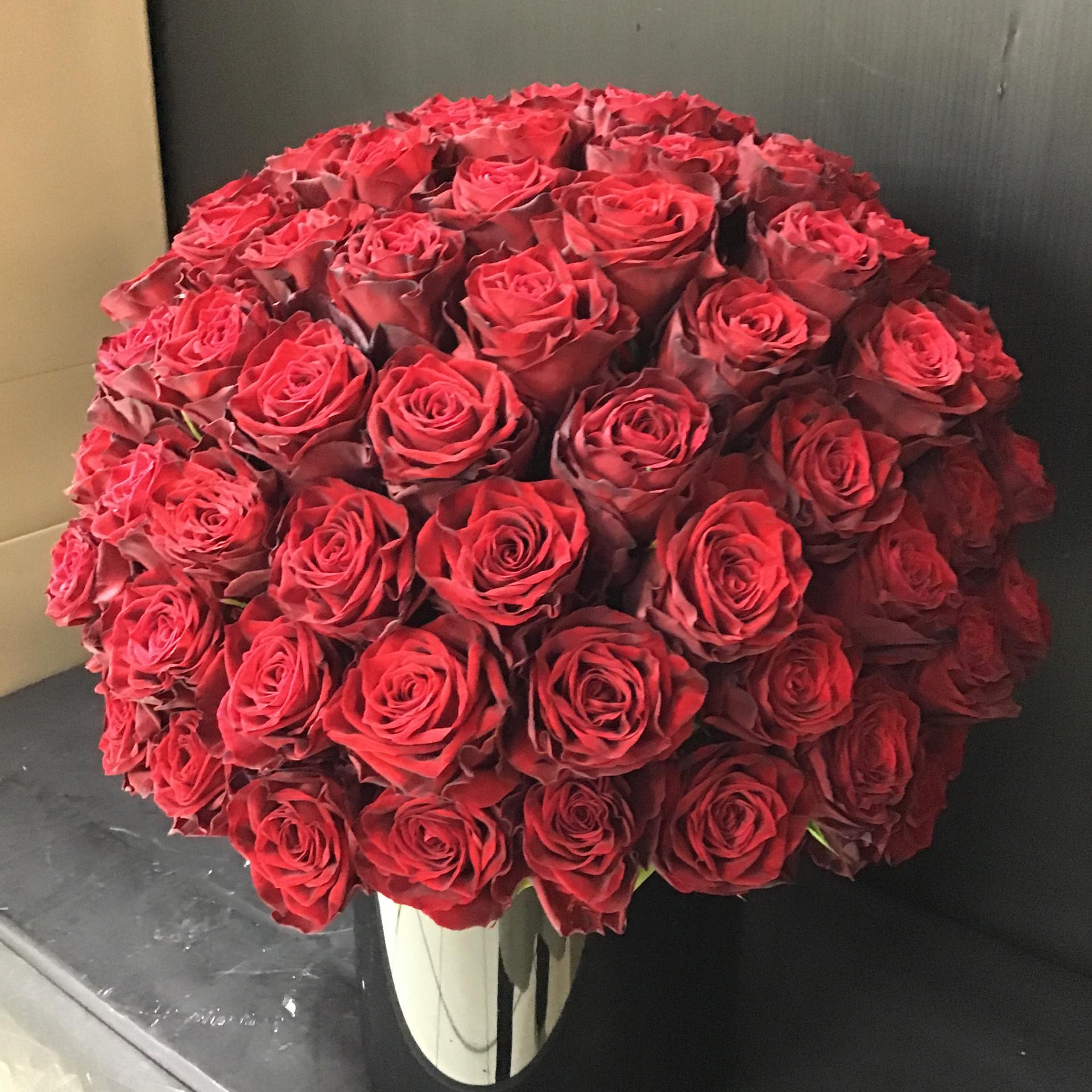 赤い薔薇アレンジメント器付き