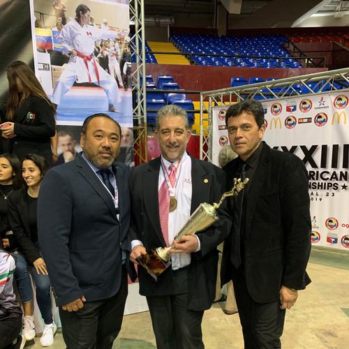 2019 Pan Am Champs_Sensei with trophy.jp