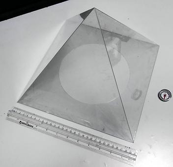 Лечебная пирамида из пластика для лечения гипертонии