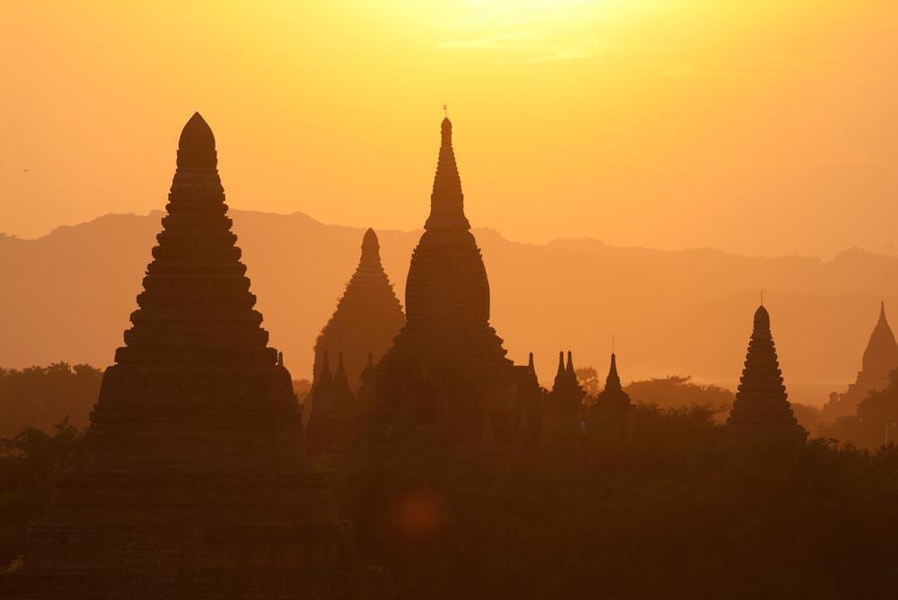Por do sol em Mianmar