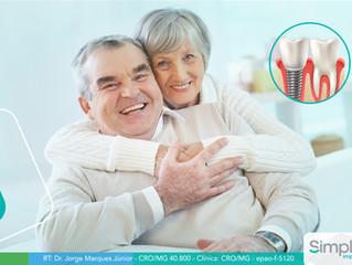 Entenda a importância da manutenção dos implantes dentários