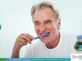 Por que higienizar corretamente a boca depois de realizar implantes?