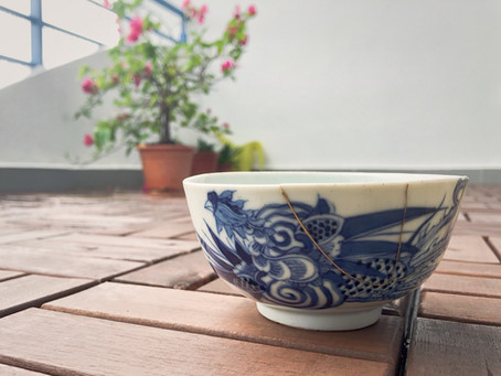 Antique bowl kintsugi (+ vintage ceramic lamp)
