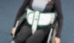 Fixerung des Patienten am Stuhl mit SItzhose, Rücklehn- und Patientengurt. Unsere Fixierungen bieten höchste Sicherheit und sind zudem schwer entflammbar.