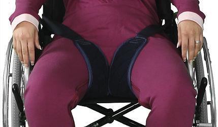 Fixierung de Unterkörpers mittels Klettverschluss.